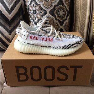 Men's Adidas Yeezy Boost 350 V2 Zebra Size 8 NEW!